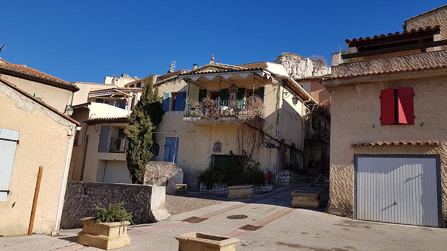 village de -bouc-bel-aire rue de la vierge 13320