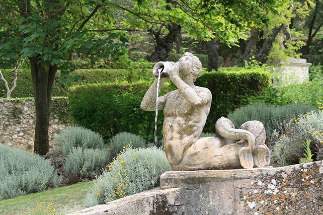 jardin d albertas 13320 bouc-bel-air fontaine