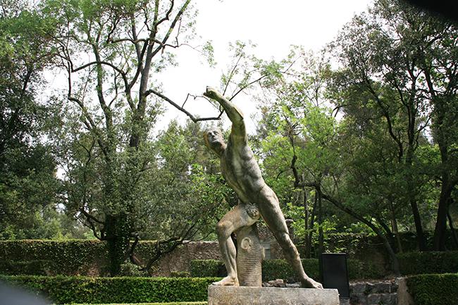 jardin d albertas 13320 bouc-bel-air statue